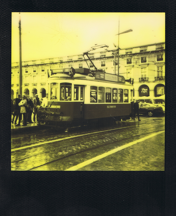polaroid-black-yellow-lisbonne-jaimelemonde-1