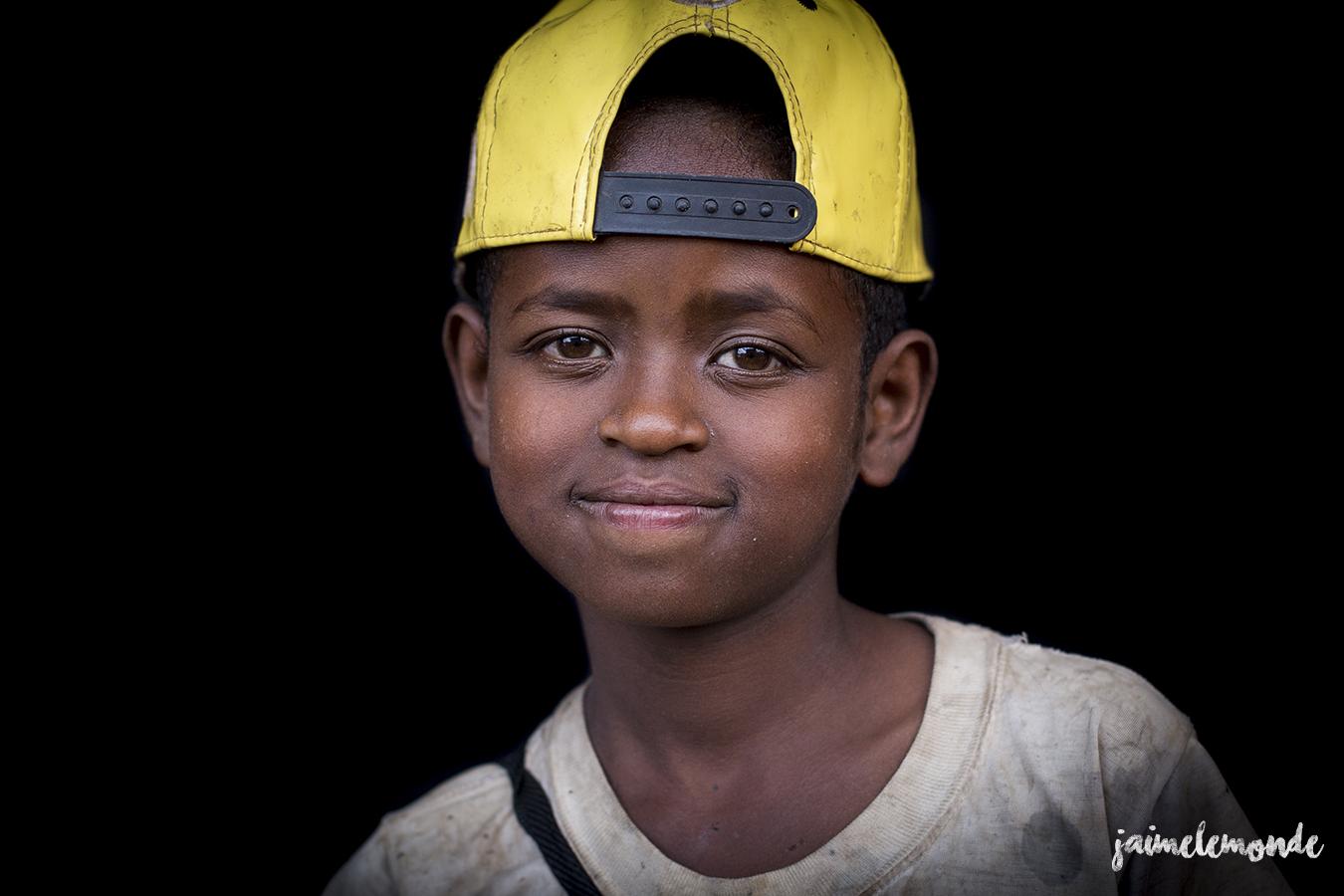 portraits-fond-noir-vohitsaoka-madagascar-jaimelemonde-14