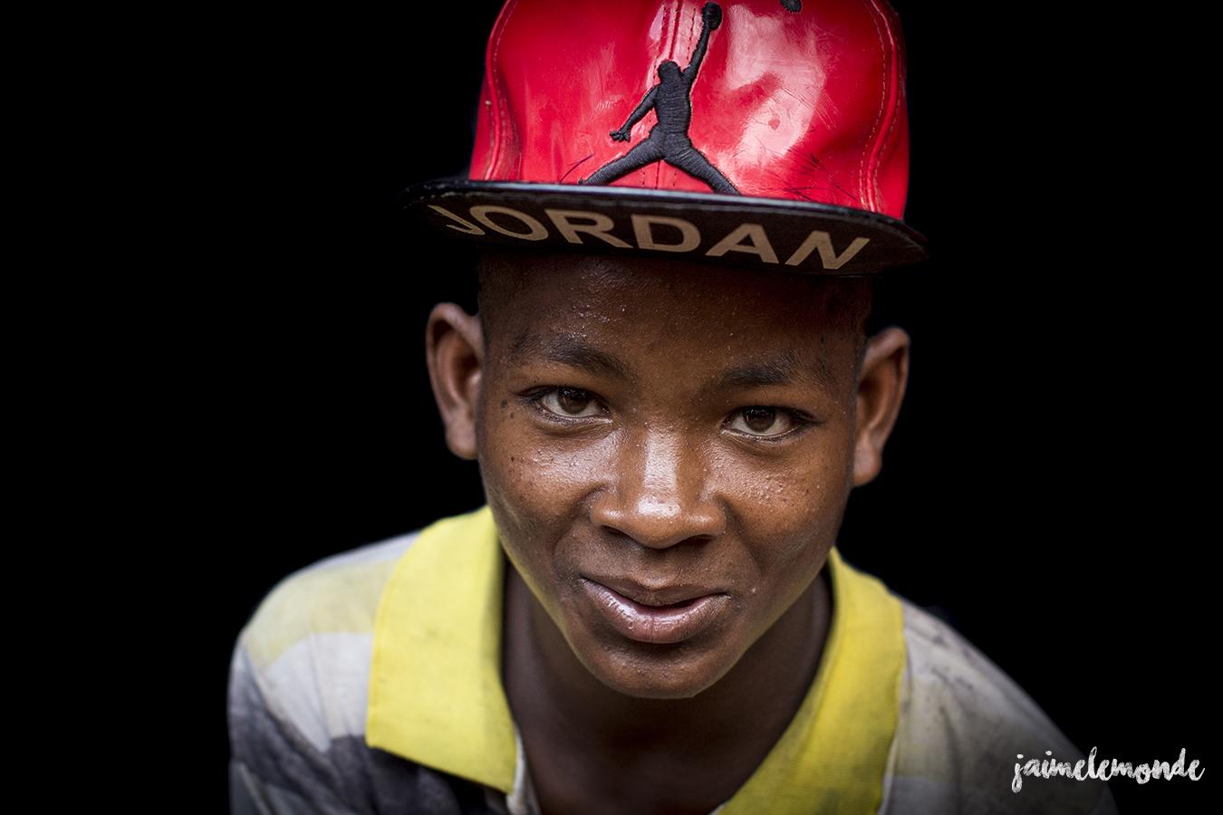 portraits-fond-noir-vohitsaoka-madagascar-jaimelemonde-18