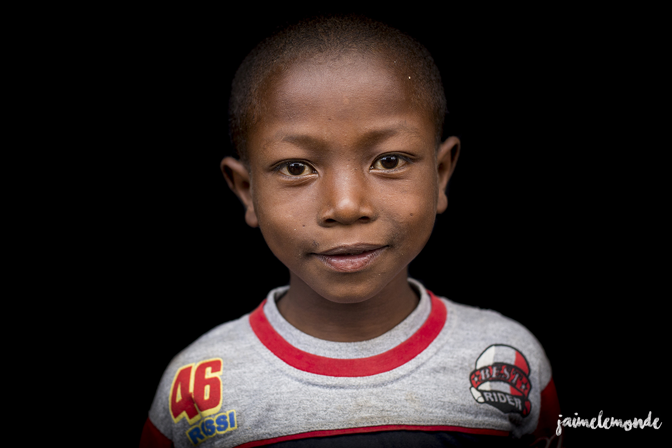 portraits-fond-noir-vohitsaoka-madagascar-jaimelemonde-9