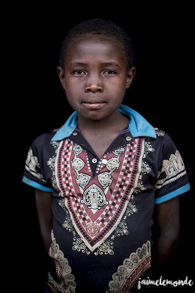 portraits-fond-noir-vohitsaoka-madagascar-jaimelemonde-12