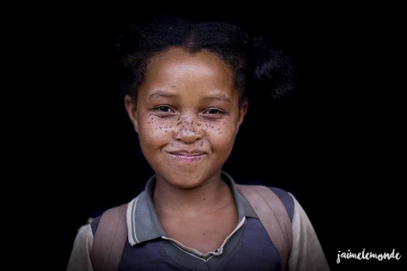 portraits-fond-noir-vohitsaoka-madagascar-jaimelemonde-16