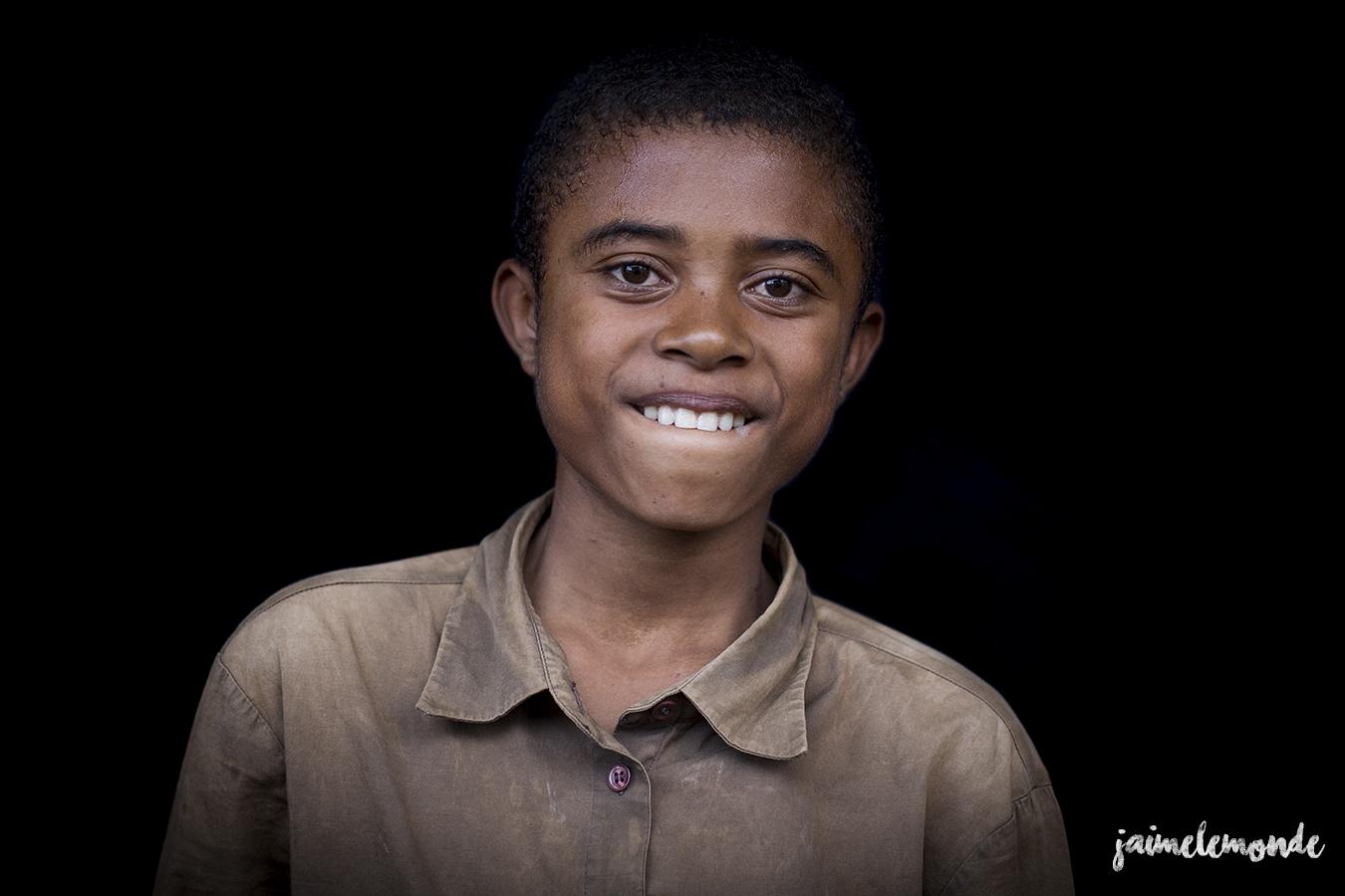 portraits-fond-noir-vohitsaoka-madagascar-jaimelemonde-17