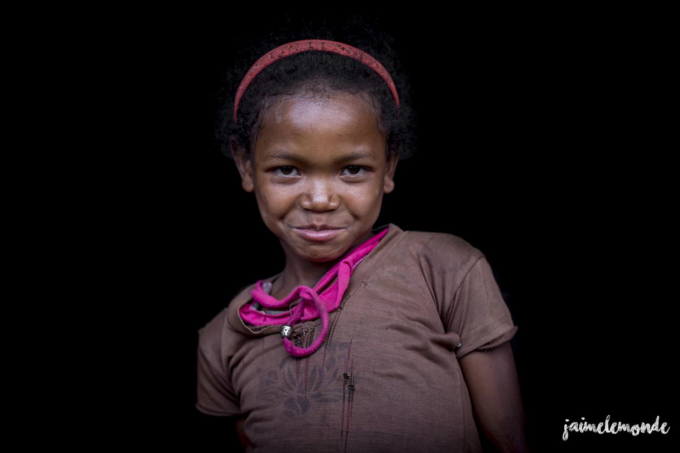 portraits-fond-noir-vohitsaoka-madagascar-jaimelemonde-19