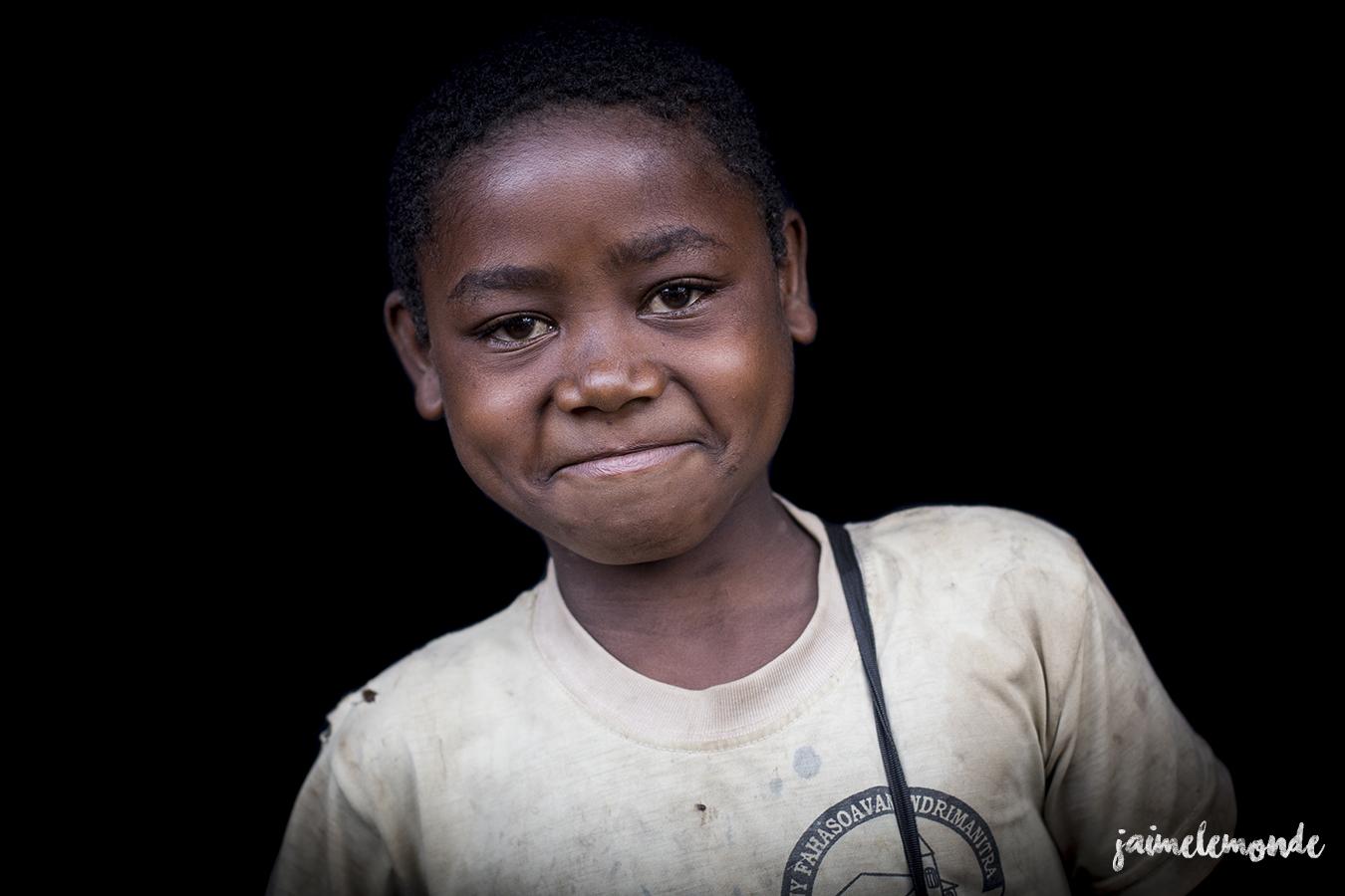 portraits-fond-noir-vohitsaoka-madagascar-jaimelemonde-2
