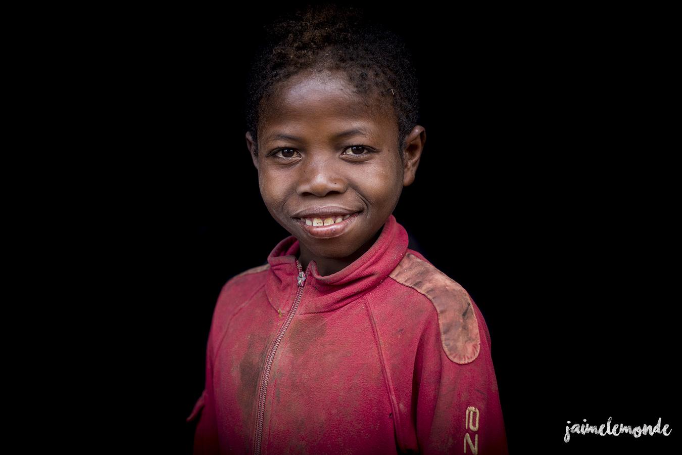 portraits-fond-noir-vohitsaoka-madagascar-jaimelemonde-8