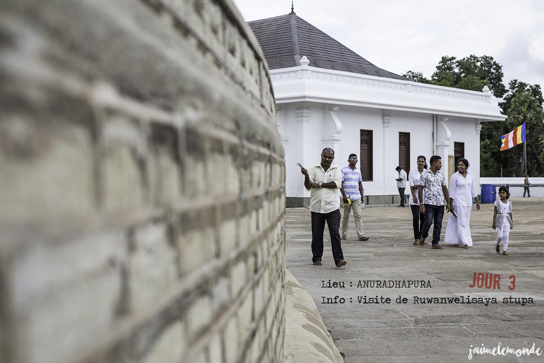 Voyage Sri Lanka - Itinéraire Jour 3 - 5 Anuradhapura - Visite du stupa Ruwanwelisaya - ©jaimelemonde